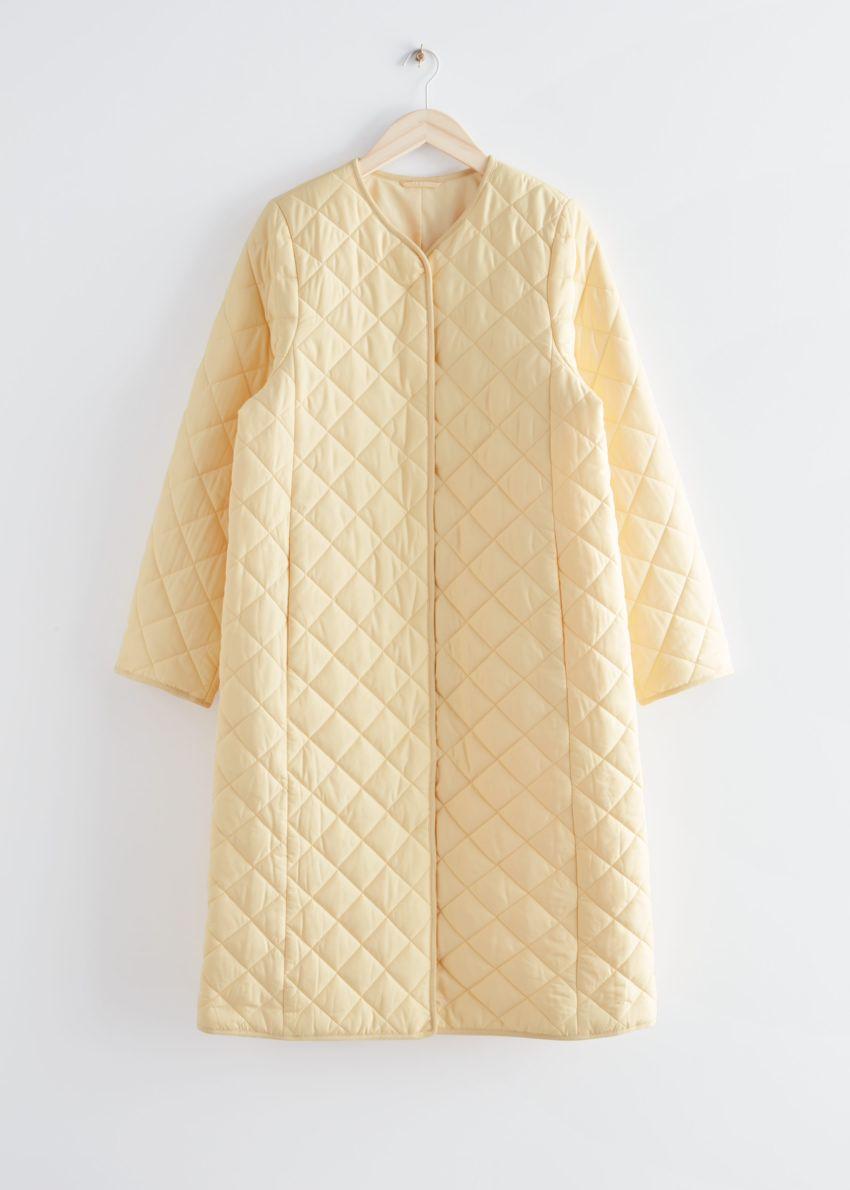 앤아더스토리즈 퀼티드 바나나 슬리브 코트의 라이트 옐로우컬러 Product입니다.