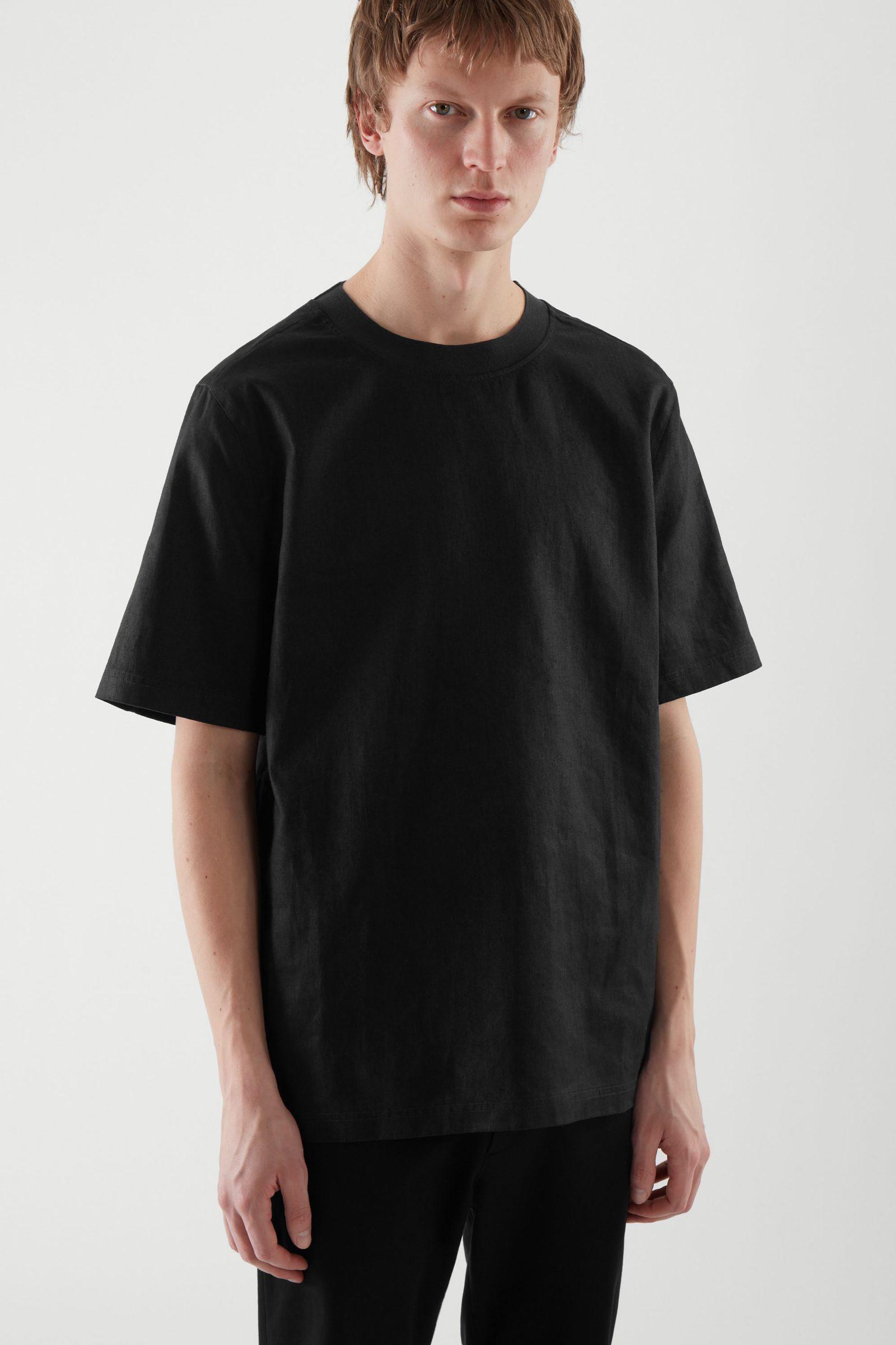 COS 데님 티셔츠의 블랙컬러 ECOMLook입니다.