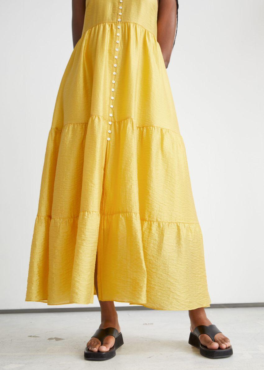앤아더스토리즈 스트래피 버튼 맥시 드레스의 옐로우컬러 ECOMLook입니다.