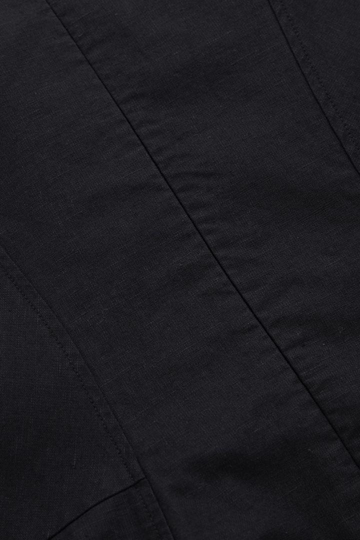 COS 스컬프티드 코튼 퍼프 슬리브 드레스의 블랙컬러 Detail입니다.