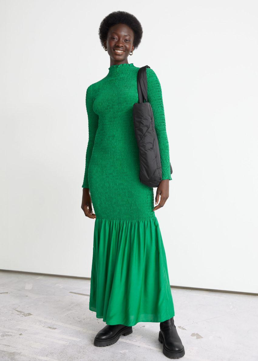 앤아더스토리즈 스모크 미디 드레스의 그린컬러 ECOMLook입니다.
