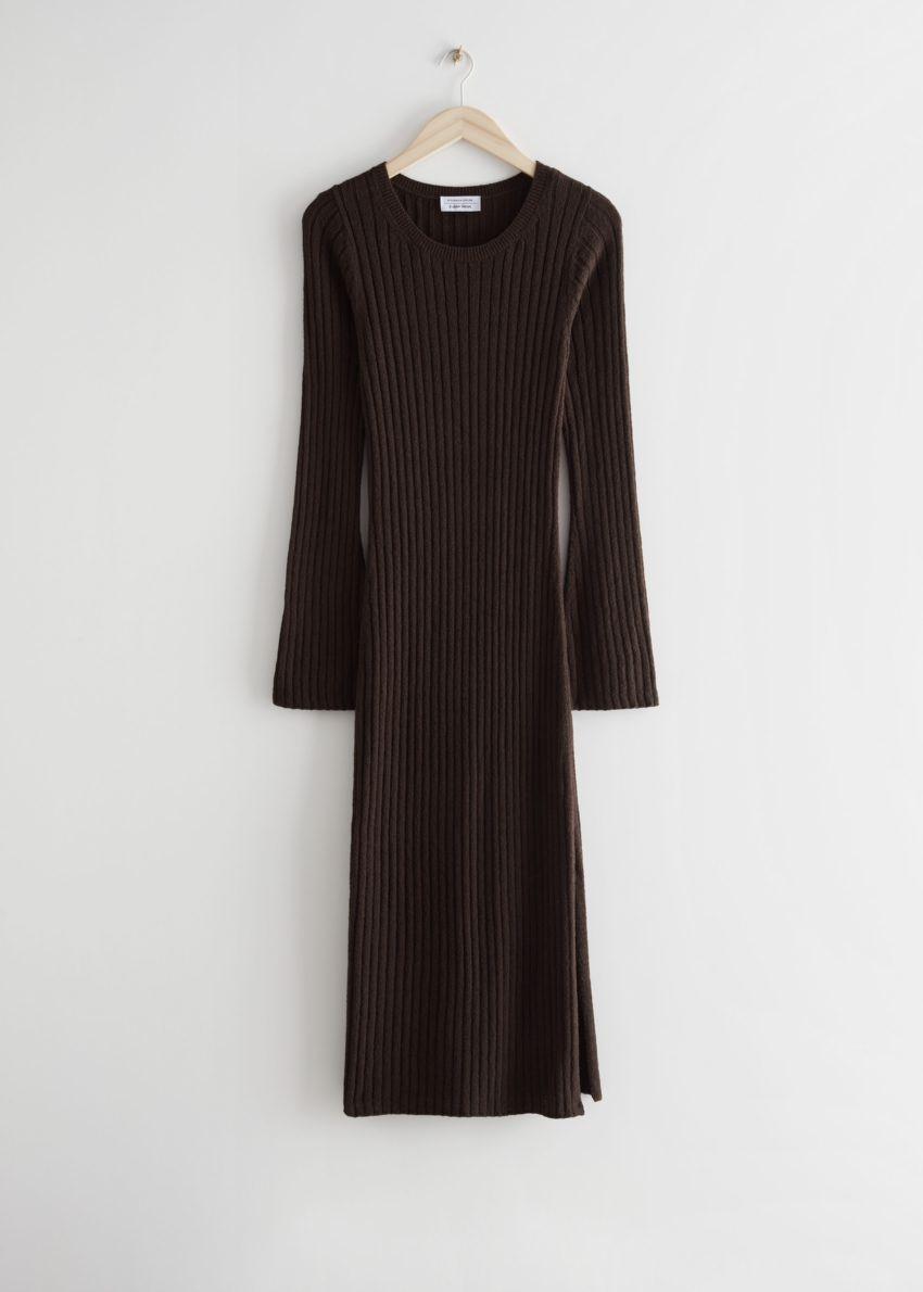 앤아더스토리즈 립 미디 니트 드레스의 다크 브라운컬러 Product입니다.