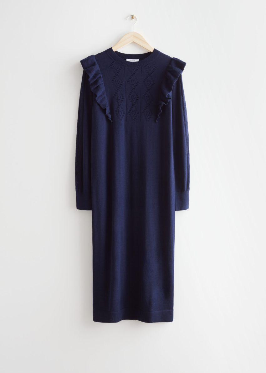 앤아더스토리즈 포인텔 니트 미디 드레스의 다크 블루컬러 Product입니다.