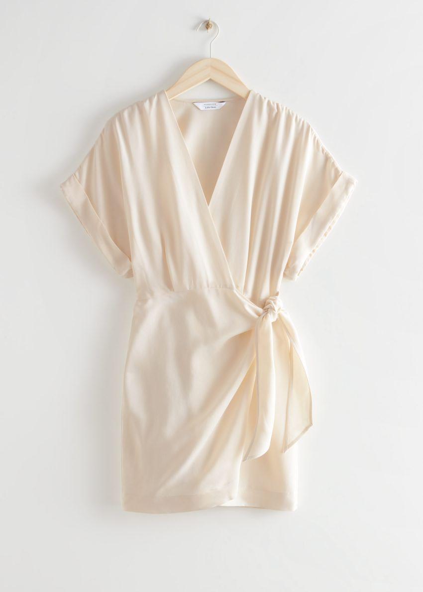 앤아더스토리즈 릴렉스드 랩 미니 드레스의 크림컬러 Product입니다.