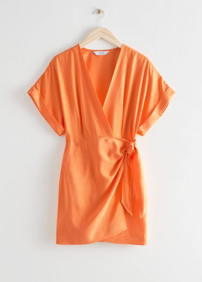 앤아더스토리즈 릴렉스드 랩 미니 드레스의 오렌지컬러 Product입니다.