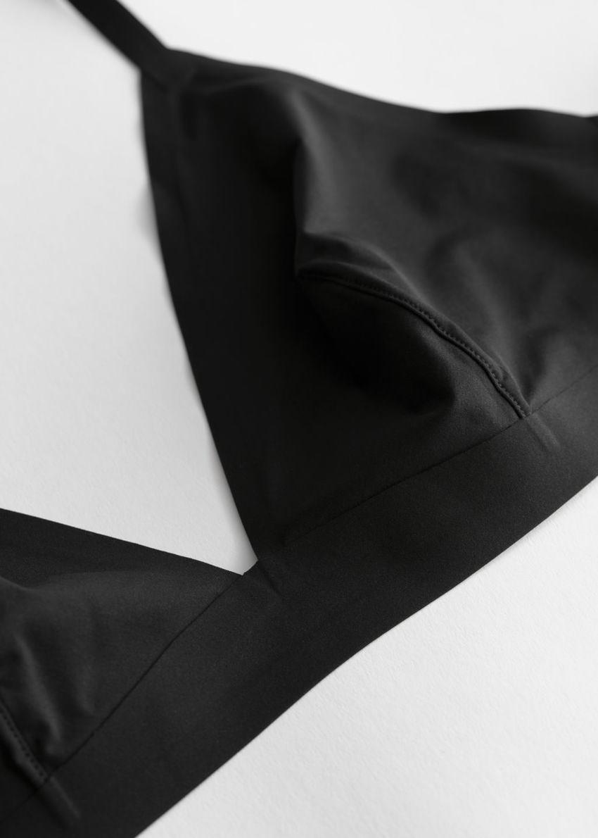 앤아더스토리즈 심리스 소프트 브라의 블랙컬러 Product입니다.