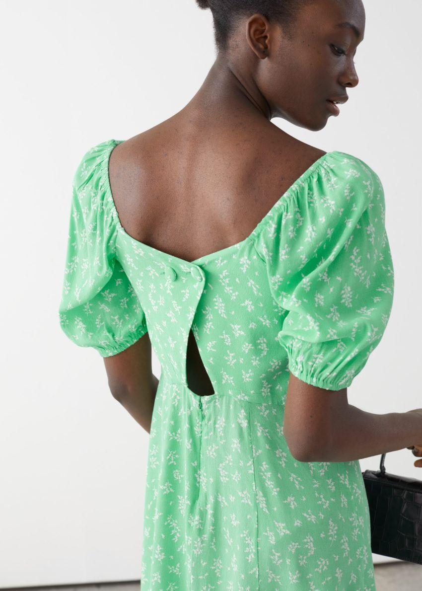 앤아더스토리즈 퍼프 슬리브 미니 드레스의 그린 플로럴컬러 ECOMLook입니다.