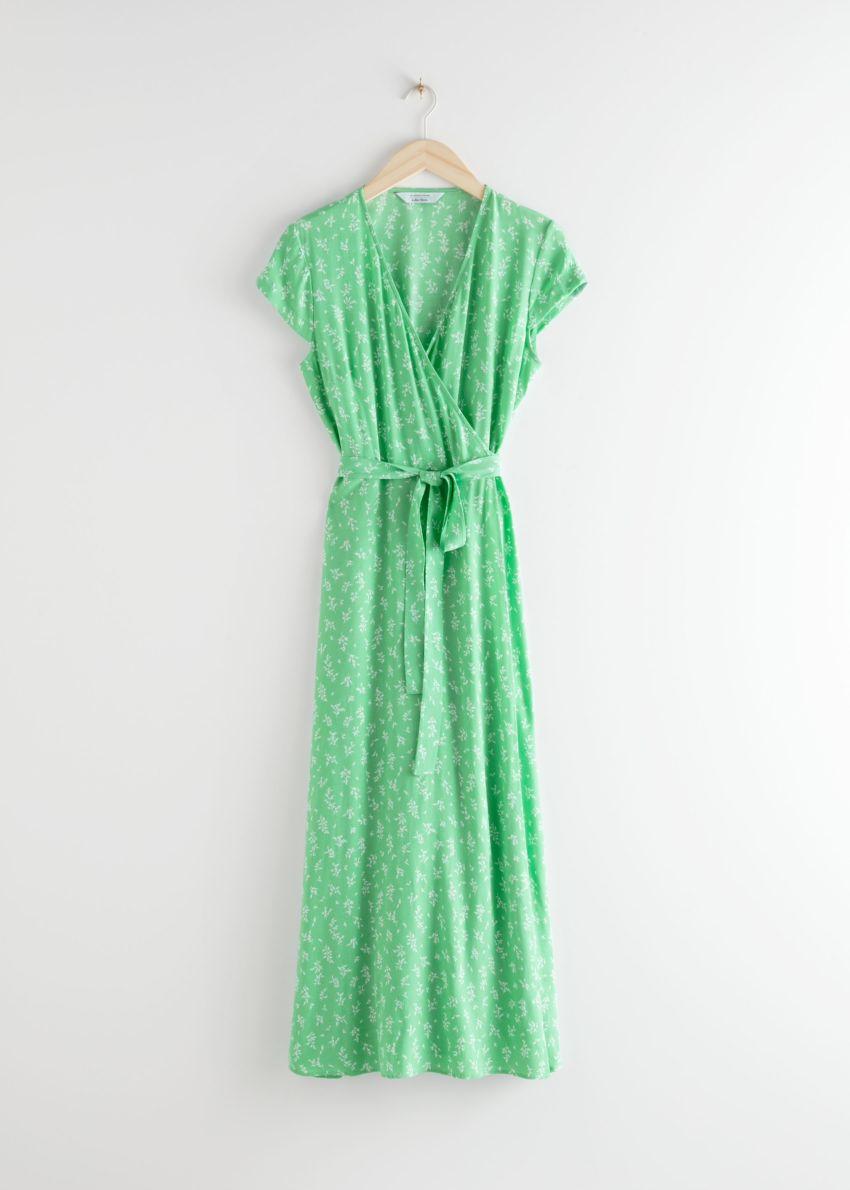 앤아더스토리즈 플로럴 미디 랩 드레스의 그린 플로럴컬러 Product입니다.