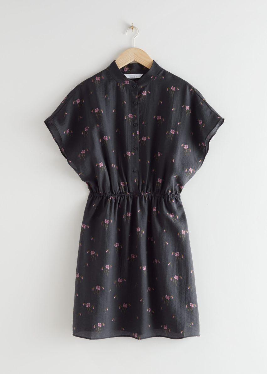앤아더스토리즈 릴렉스드 버튼 미니 드레스의 블랙컬러 Product입니다.
