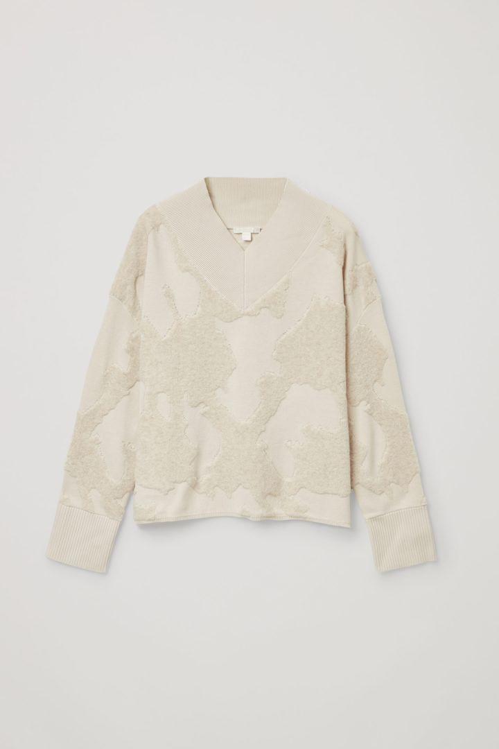 COS 오가닉 코튼 울 믹스 V넥 패턴드 스웨터의 베이지컬러 Product입니다.