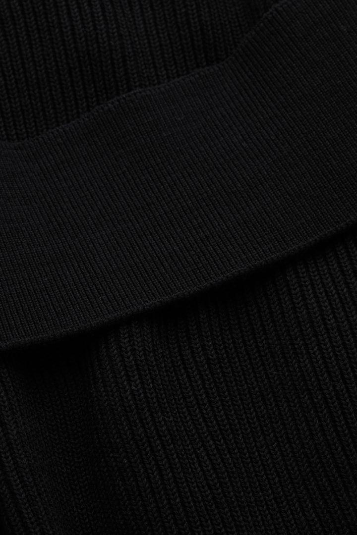 COS 울 믹스 롤넥 슬리브리스 튜닉의 블랙컬러 Detail입니다.