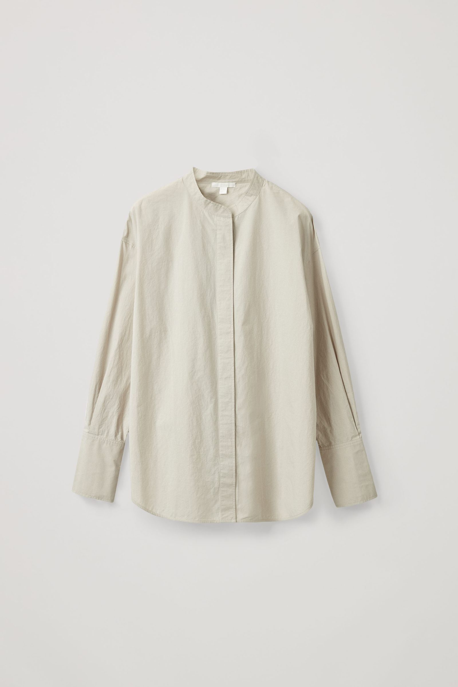 COS 오버사이즈 코튼 보이프렌드 셔츠의 몰 그레이컬러 Product입니다.