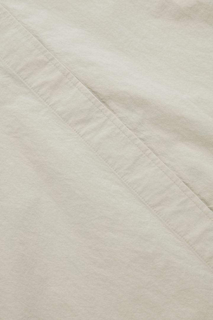 COS 오버사이즈 코튼 보이프렌드 셔츠의 몰 그레이컬러 Detail입니다.