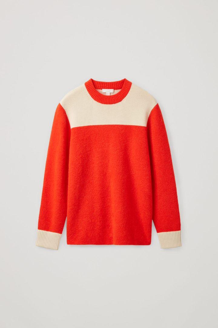 COS 울 리사이클 나일론 믹스 컬러 블록 니티드 스웨터의 오렌지 / 베이지컬러 Product입니다.