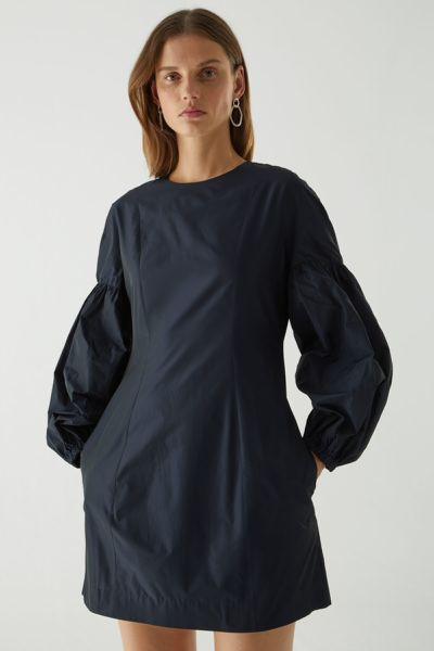 COS hover image 1 of 블루 in 볼륨 슬리브 웨이스트 드레스