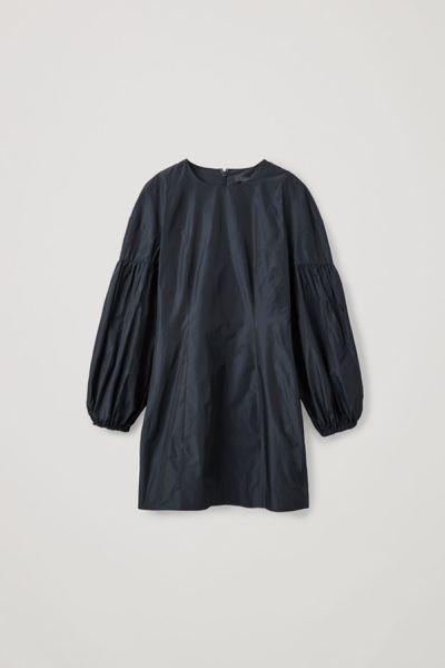 COS default image 1 of 블루 in 볼륨 슬리브 웨이스트 드레스
