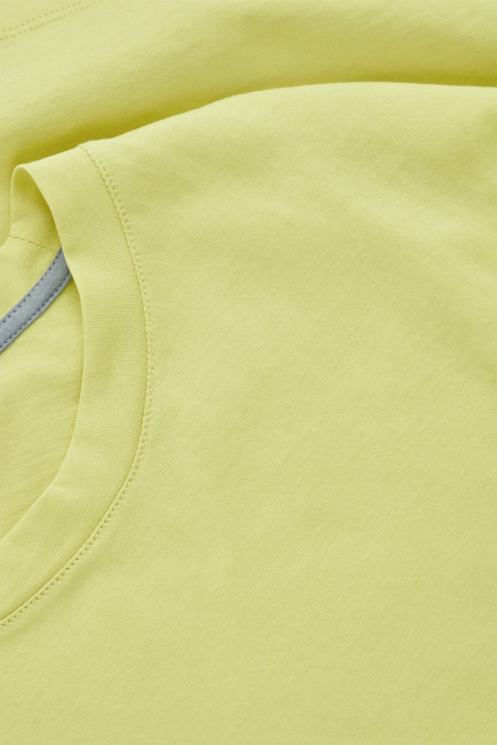 COS 오버사이즈 오가닉 코튼 저지 티셔츠의 라이트 그린컬러 Detail입니다.