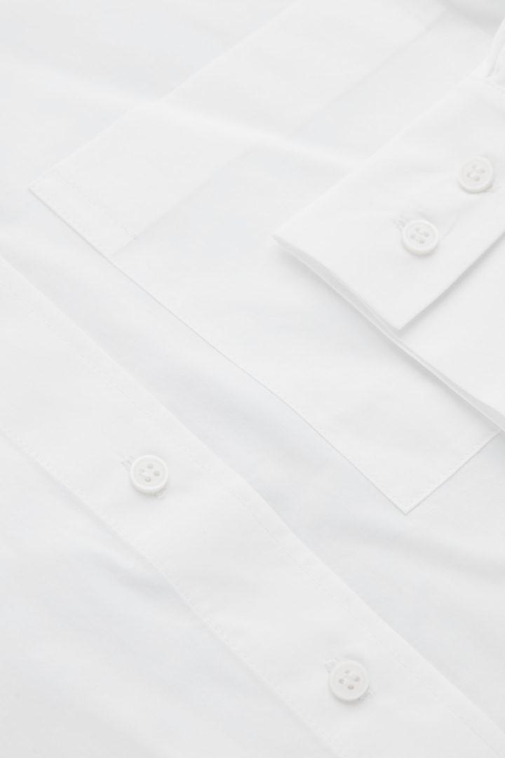 COS 코튼 보이프렌드 셔츠의 화이트컬러 Detail입니다.