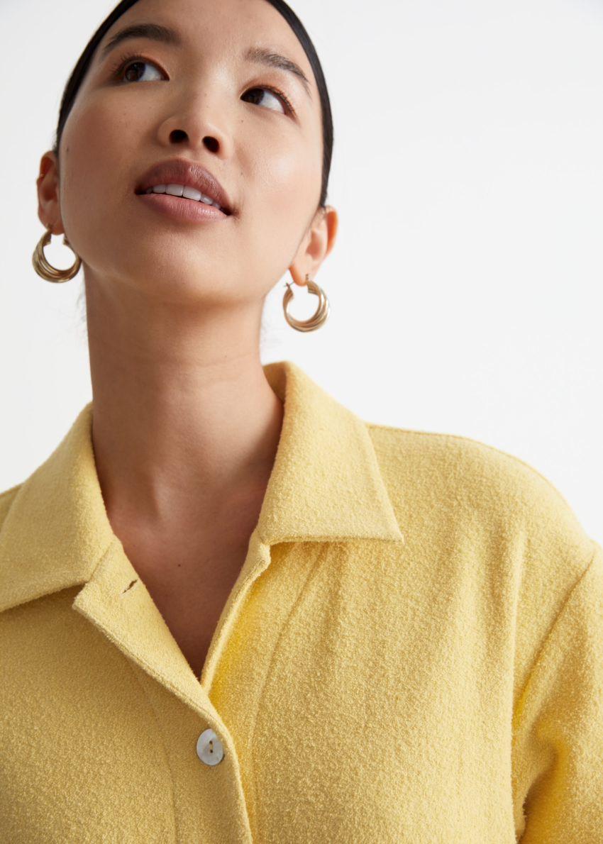 앤아더스토리즈 오버사이즈 미니 셔츠 드레스 의 옐로우컬러 ECOMLook입니다.