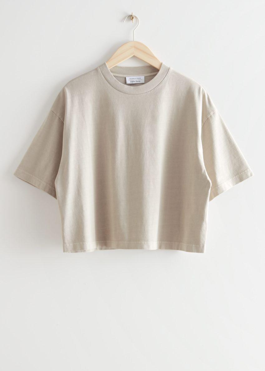 앤아더스토리즈 크롭 박시 크루넥 티셔츠의 샌드컬러 Product입니다.