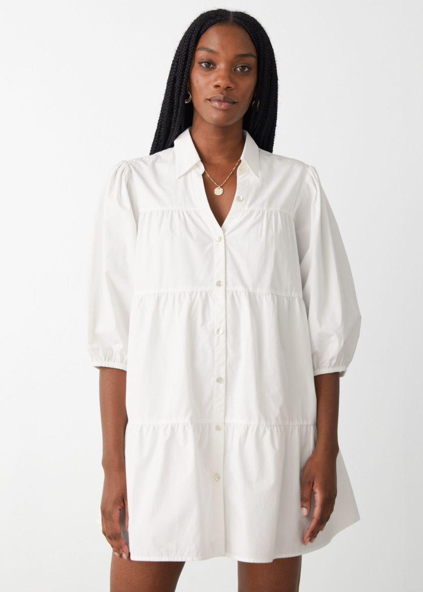 앤아더스토리즈 티어드 버튼 업 미니 드레스의 화이트컬러 ECOMLook입니다.