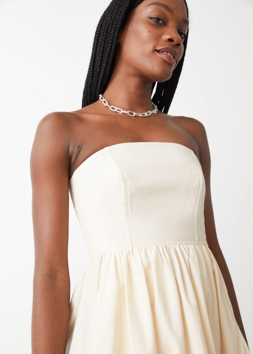앤아더스토리즈 볼류미너스 방도 미디 드레스의 크림컬러 ECOMLook입니다.