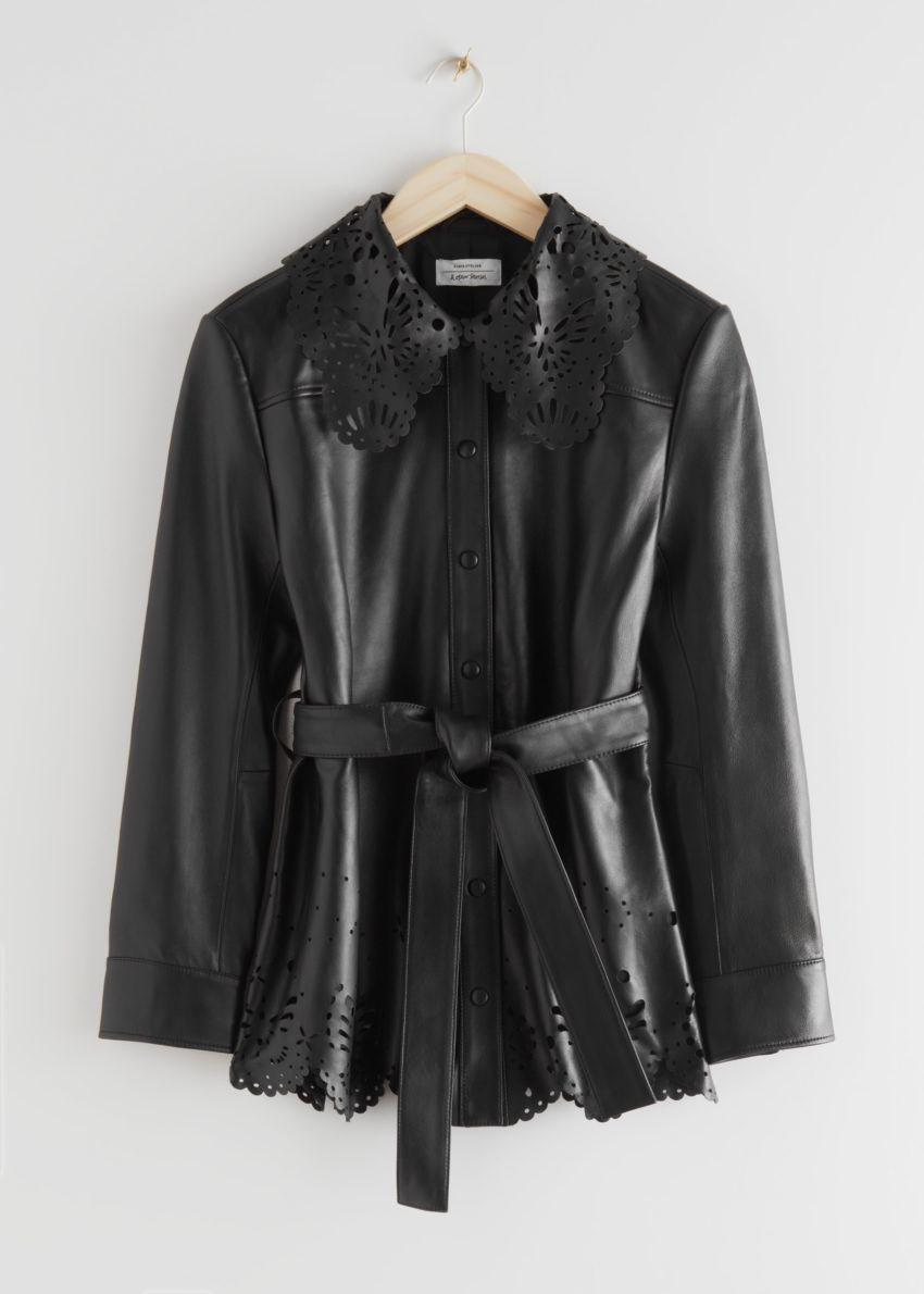 앤아더스토리즈 벨티드 레이저 컷 레더 재킷의 블랙컬러 Product입니다.