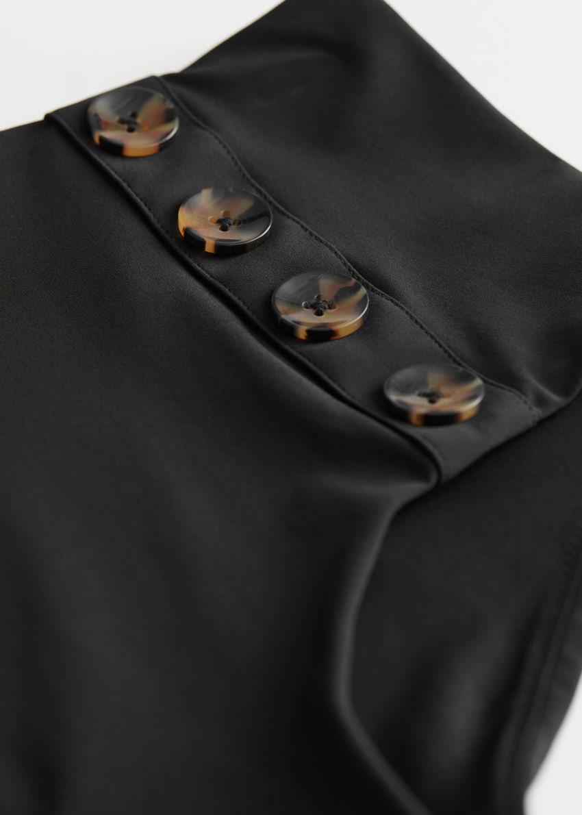 앤아더스토리즈 하이 웨이스트 버튼 비키니 브리프의 블랙컬러 Detail입니다.