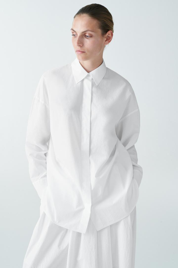COS default image 11 of 화이트 in 라운드 컷 코튼 셔츠
