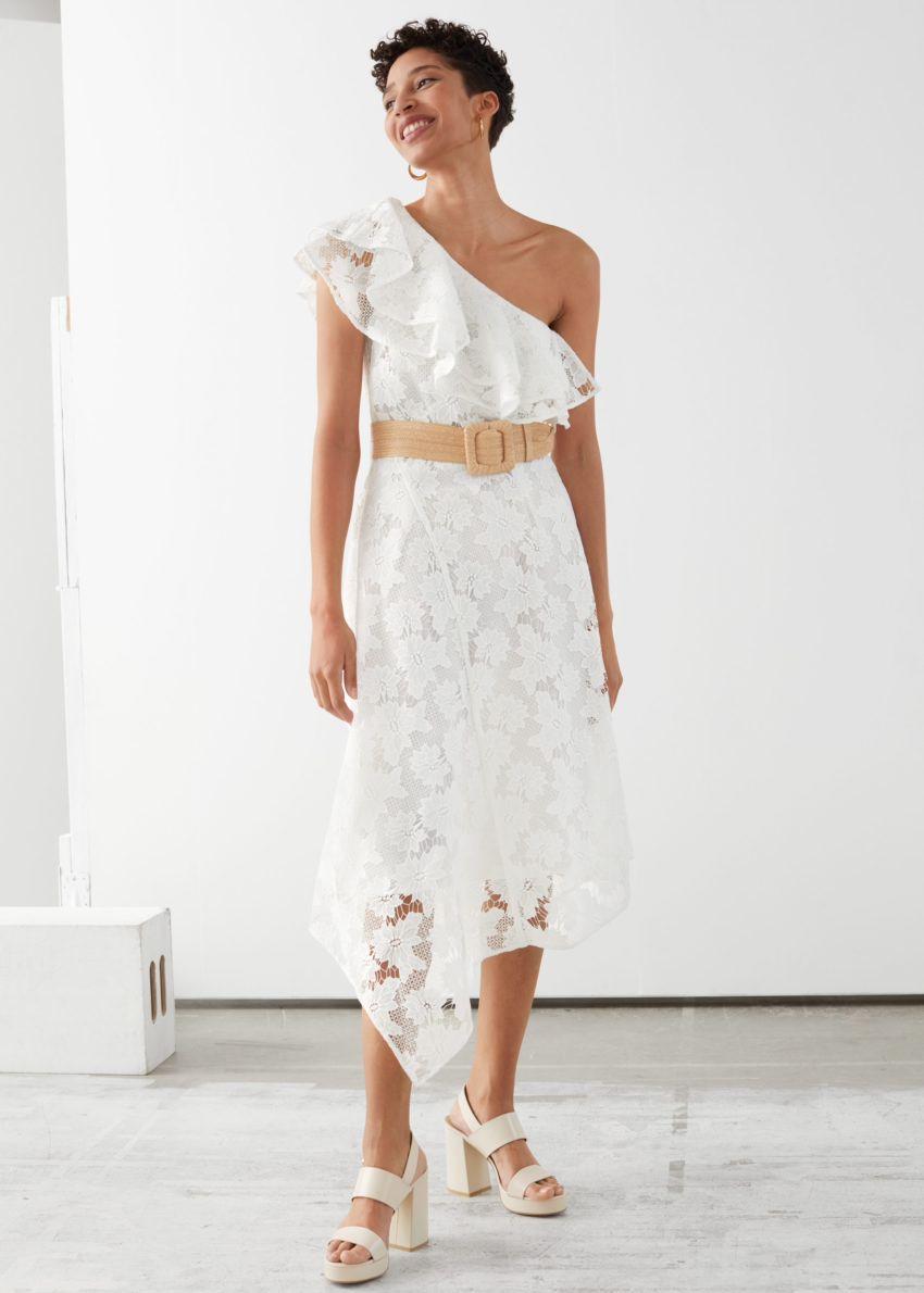 앤아더스토리즈 벨티드 원 숄더 미디 드레스의 화이트컬러 ECOMLook입니다.