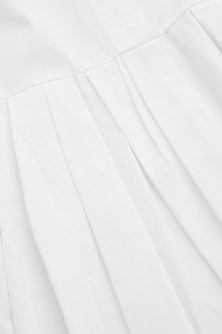 COS 플리티드 셔츠 드레스의 화이트컬러 Detail입니다.