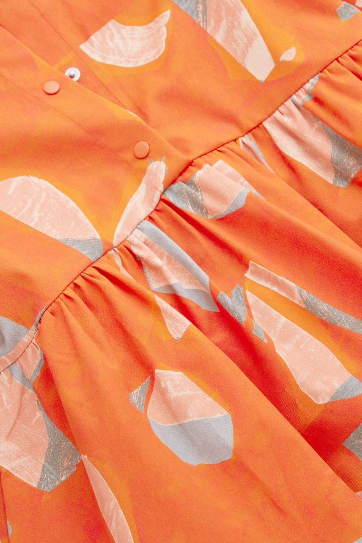COS 프린티드 코튼 드레스의 오렌지컬러 Detail입니다.