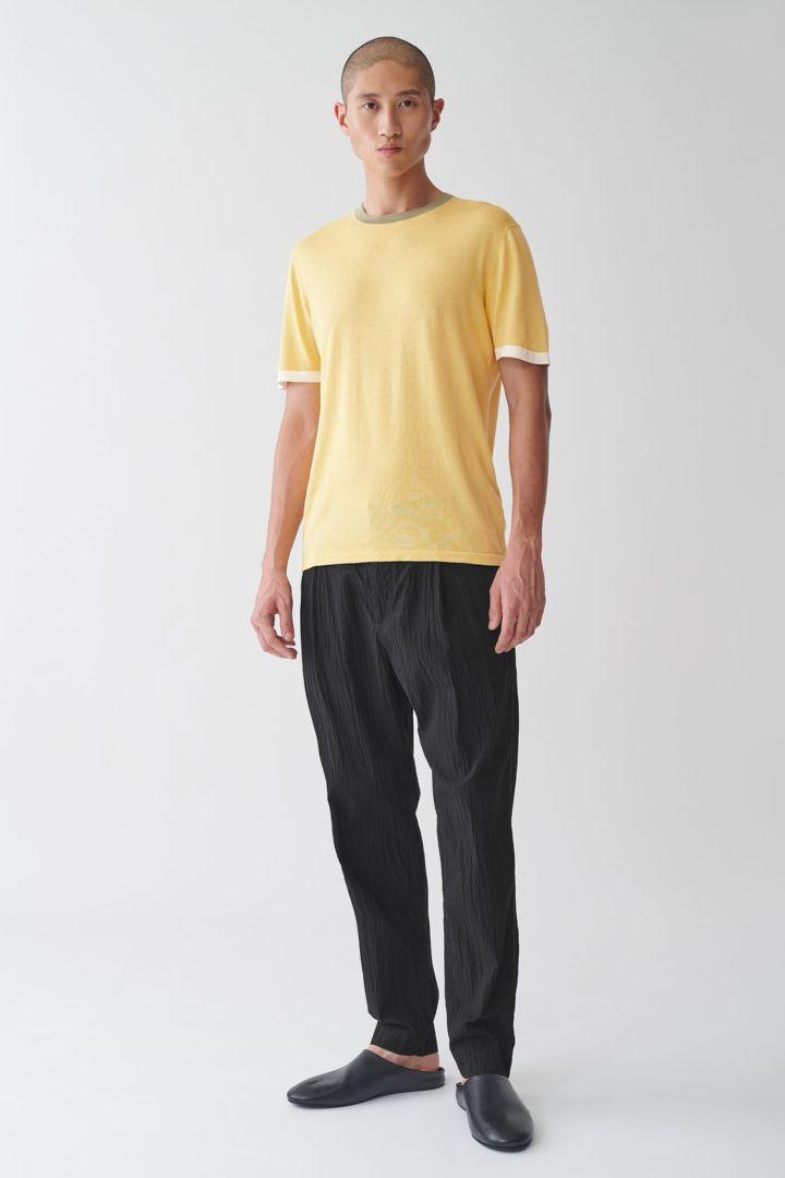 COS 컬러 블록 코튼 실크 티셔츠의 옐로우컬러 ECOMLook입니다.