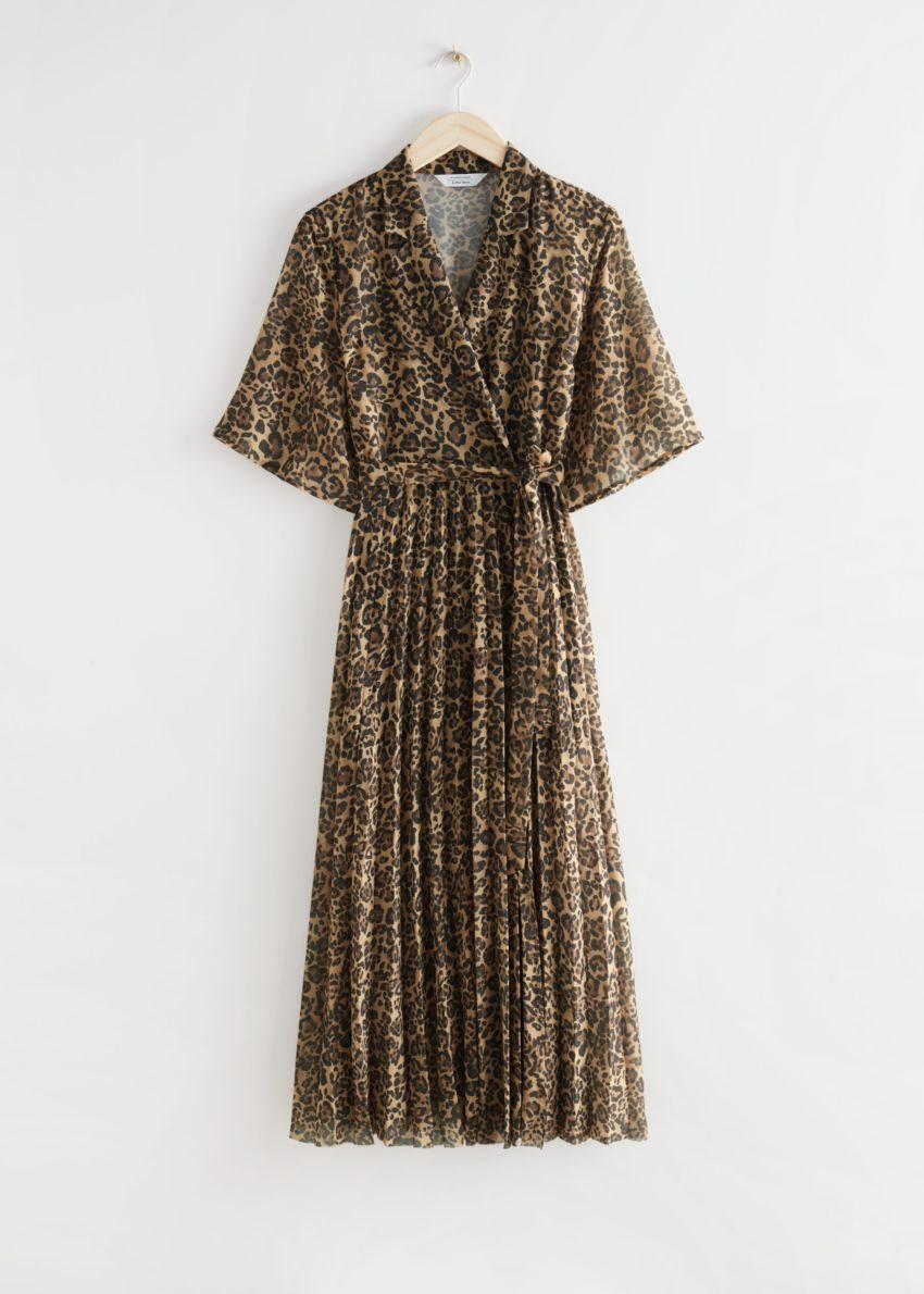 앤아더스토리즈 플로티 플리츠 미디 드레스의 레오파드 프린트컬러 Product입니다.