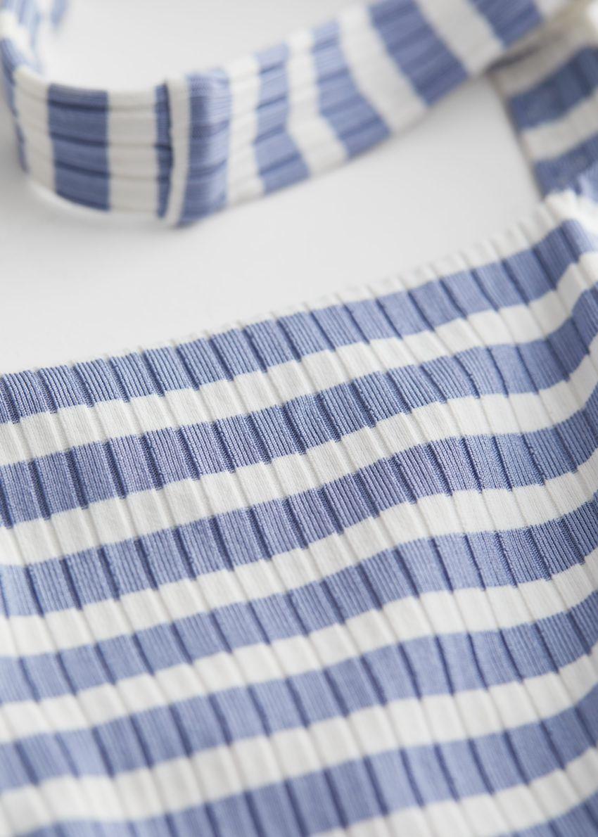 앤아더스토리즈 스트라이프 자카드 비키니 탑의 블루 스트라이프컬러 Detail입니다.
