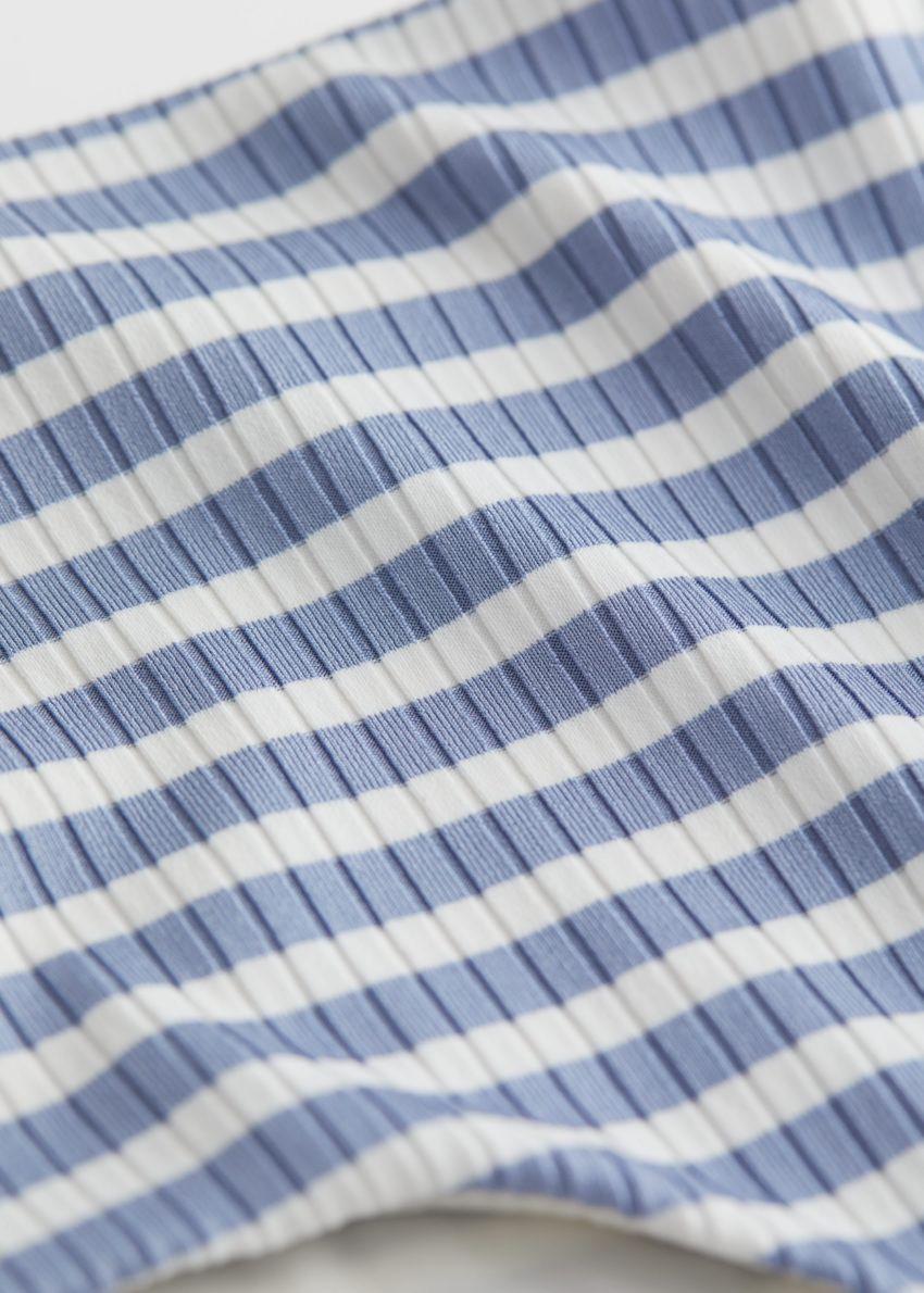 앤아더스토리즈 스트라이프 하이 웨이스트 비키니 브리프의 블루 스트라이프컬러 Detail입니다.