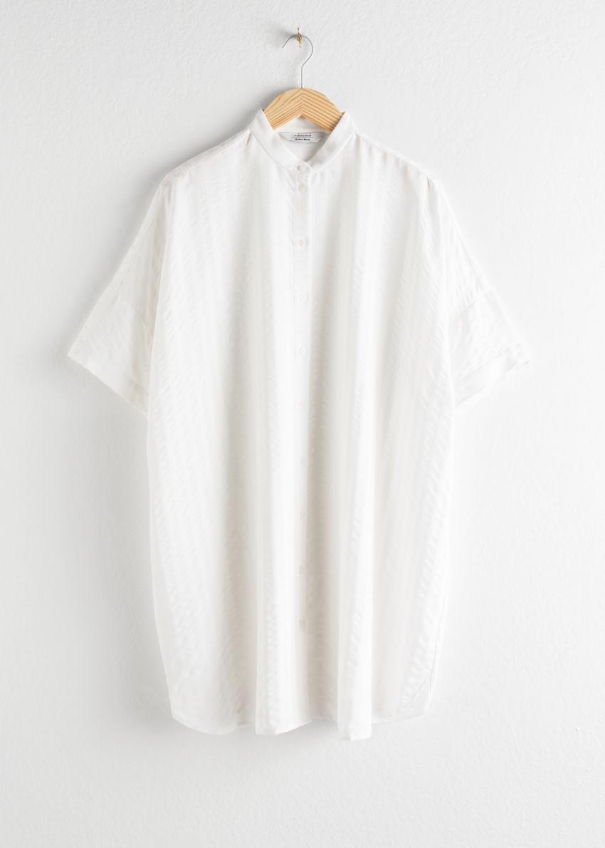 앤아더스토리즈 오버사이즈 셔츠 드레스의 화이트 스트라이프컬러 Product입니다.