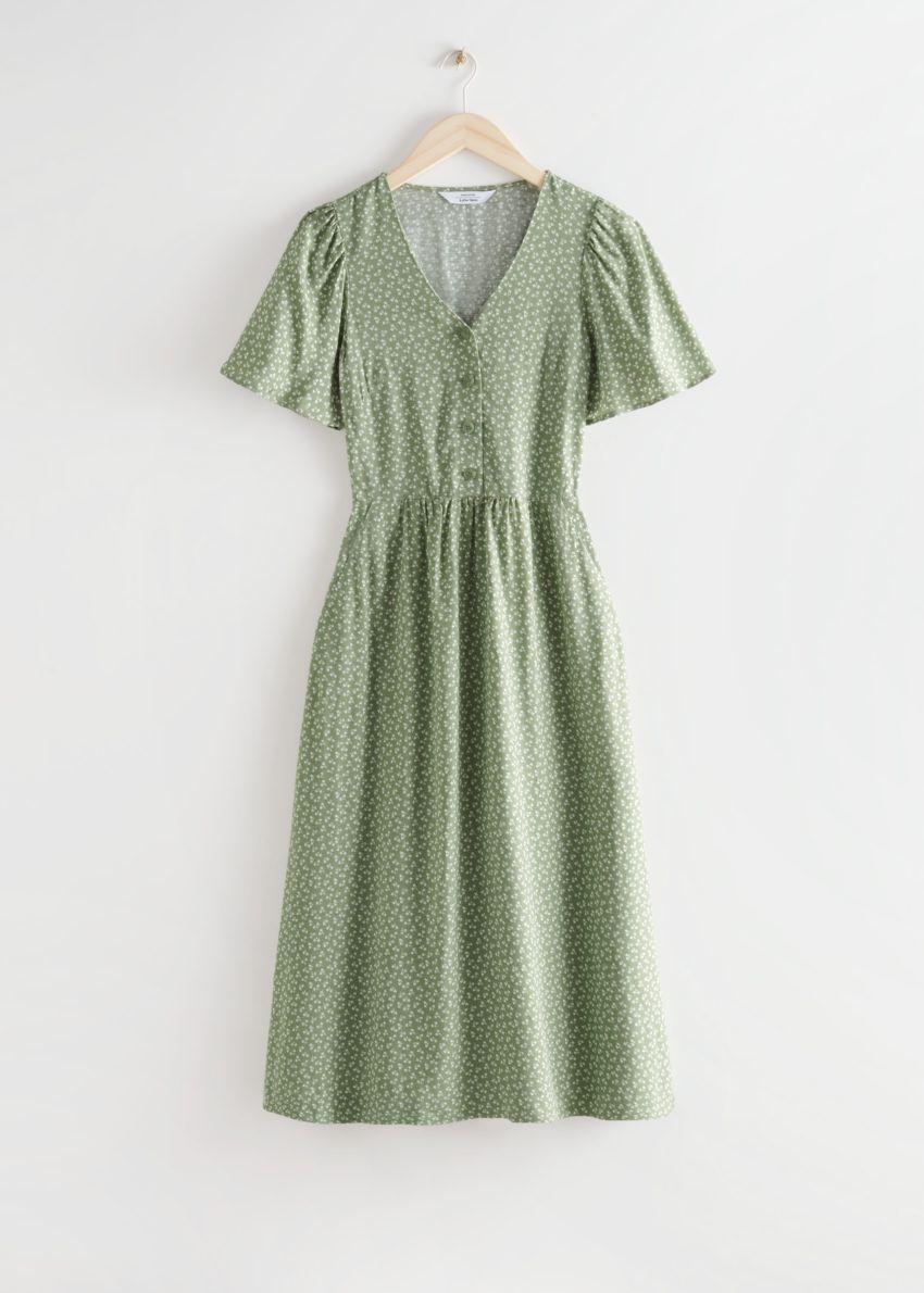 앤아더스토리즈 플러터 슬리브 맥시 드레스의 카키 프린트컬러 Product입니다.