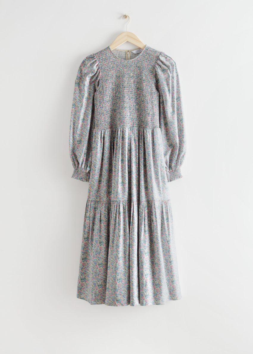 앤아더스토리즈 볼류미너스 티어드 스모크 미디 드레스의 그레이 플로럴컬러 Product입니다.