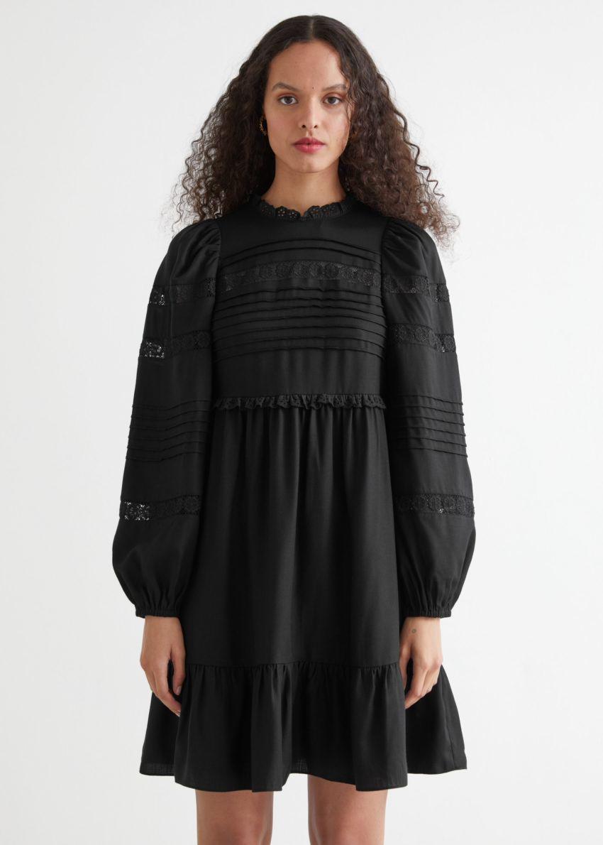 앤아더스토리즈 티어드 미니 레이스 드레스의 블랙컬러 ECOMLook입니다.