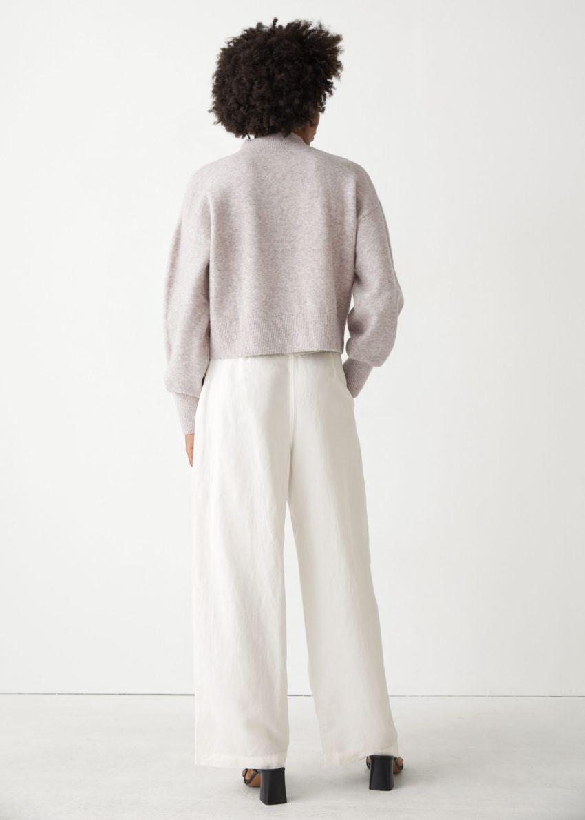 앤아더스토리즈 모크 넥 스웨터의 베이지 멜란지컬러 ECOMLook입니다.