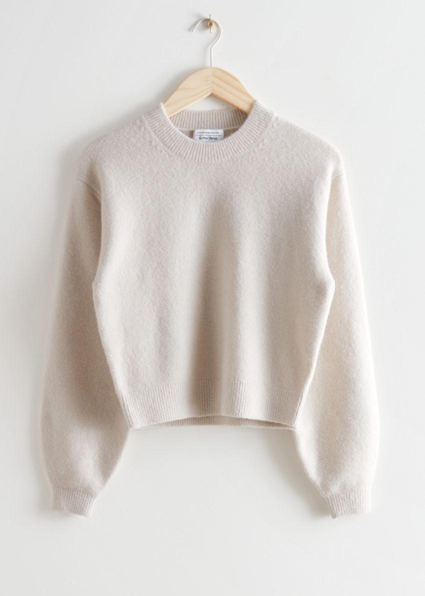앤아더스토리즈 릴렉스드 스웨터의 라이트 베이지컬러 Product입니다.
