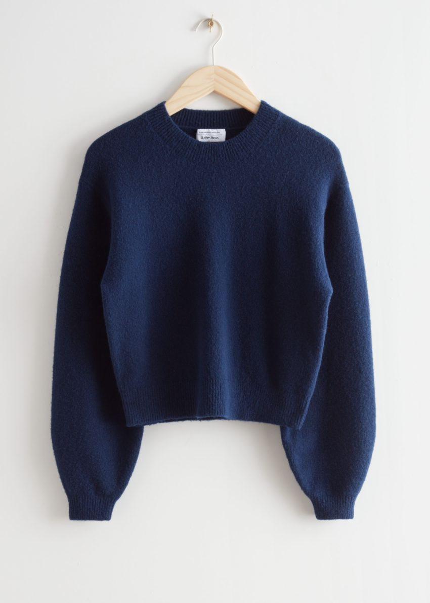앤아더스토리즈 릴렉스드 스웨터의 네이비컬러 Product입니다.