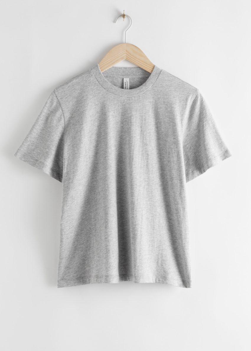 앤아더스토리즈 박시 오가닉 코튼 티셔츠의 그레이컬러 Product입니다.