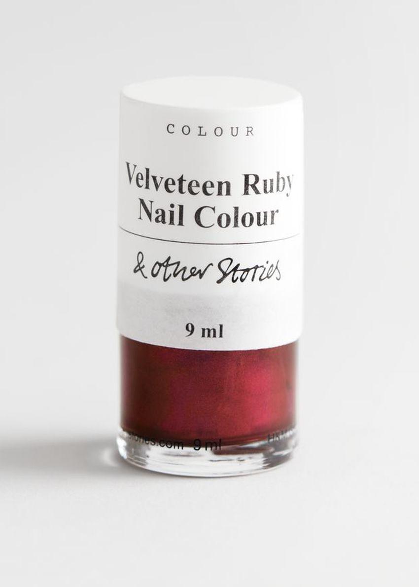 앤아더스토리즈 가이아 글림 네일 컬러의 벨베틴 루비컬러 Product입니다.