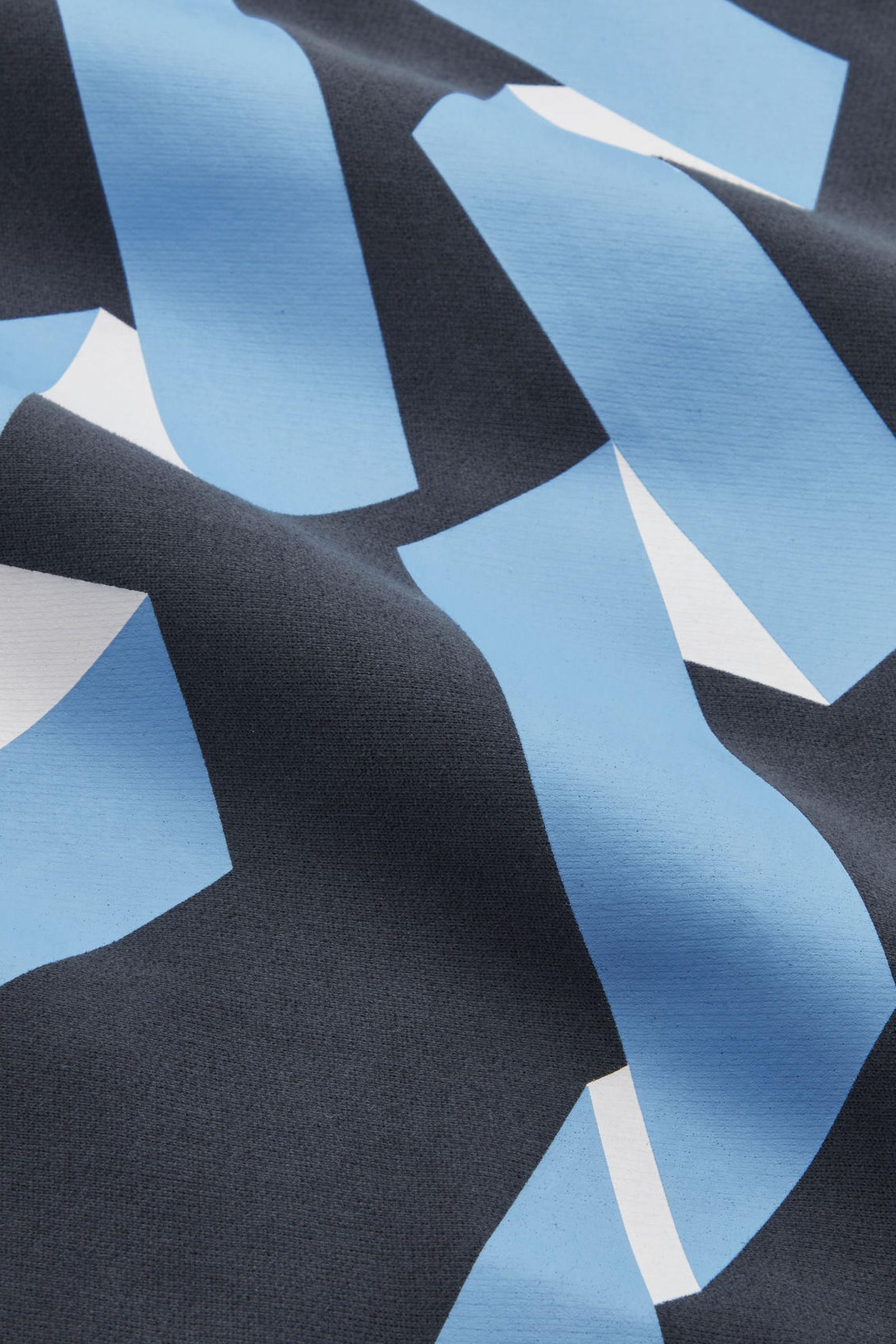 COS 그래픽 프린트 스웻셔츠의 그레이 / 블루 / 화이트컬러 Detail입니다.