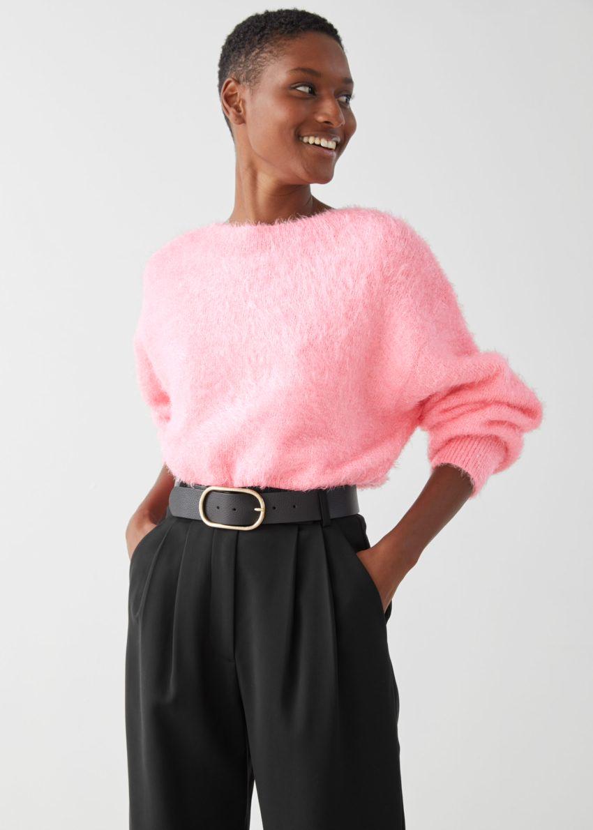 앤아더스토리즈 릴렉스드 퍼지 브이컷 백 스웨터의 핑크컬러 ECOMLook입니다.
