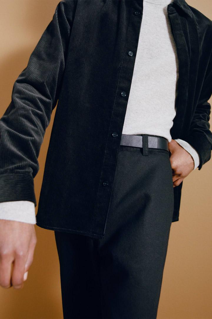 COS 코튼 코듀로이 셔츠의 블랙컬러 Environmental입니다.