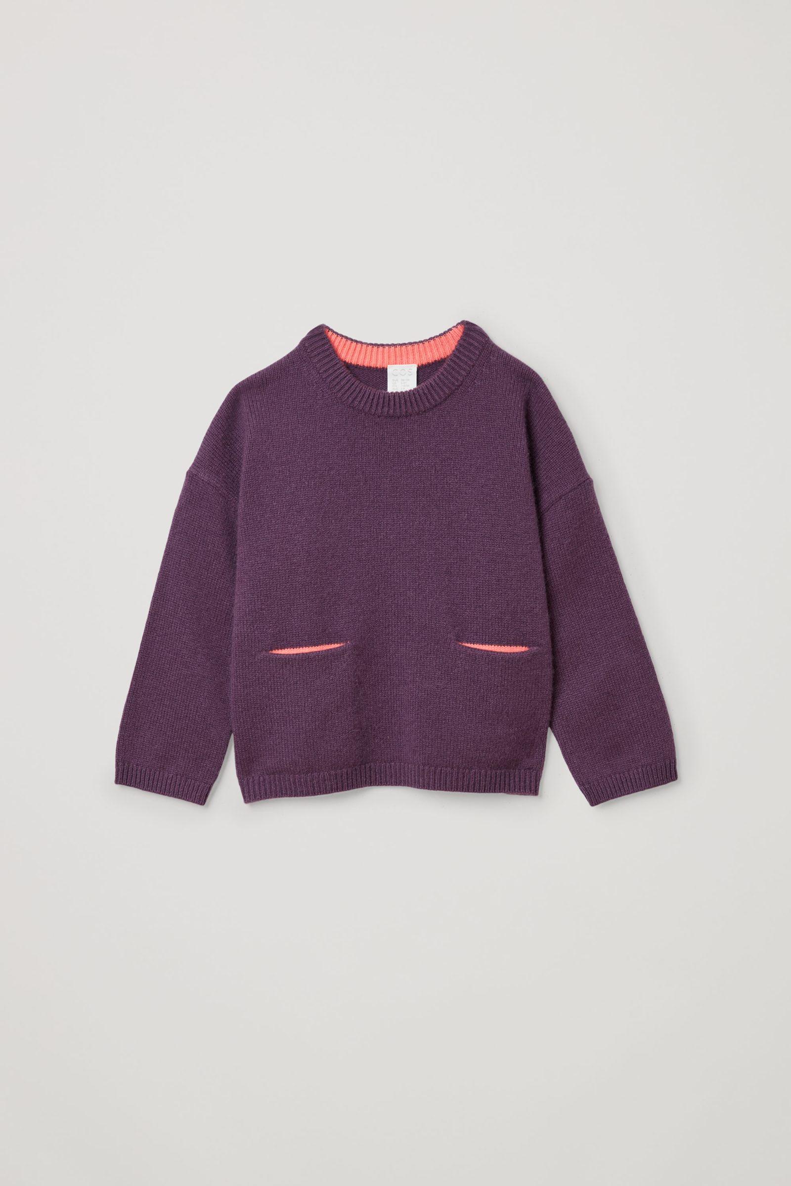 COS 캐시미어 패치 포켓 스웨터의 퍼플 / 핑크컬러 Product입니다.