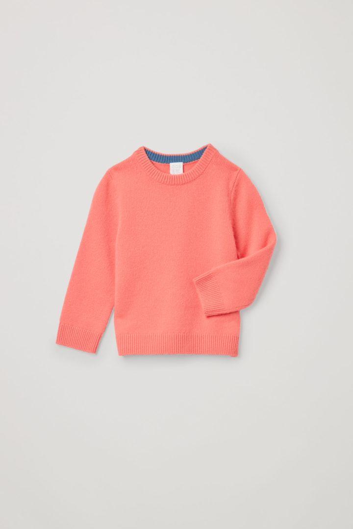 COS 캐시미어 크루넥 스웨터의 오렌지컬러 Product입니다.
